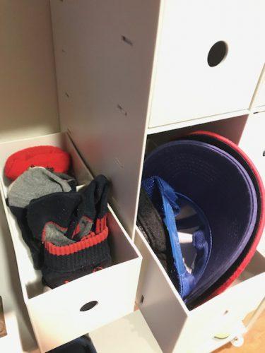 玄関の帽子・靴下収納